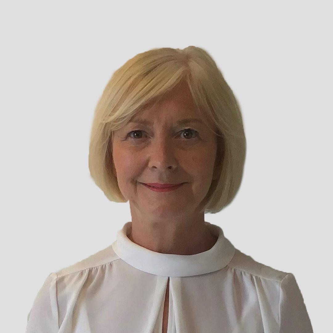Julie Bamber Headshot